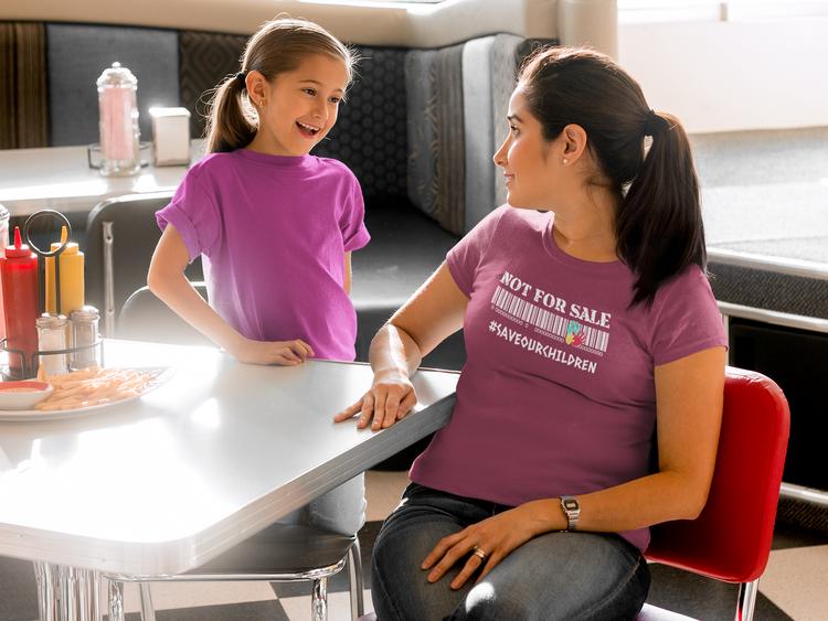 Tshirt Dam med tryck. Tshirts i stort antal färger & budskap. Trycktext på denna Tshirt är kanske det viktigaste. Våra barn är ej till salu. Stoppa människohandel
