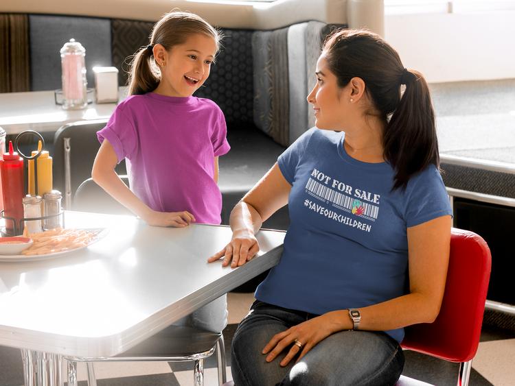 Stoppa Handel med barn T-Shirt. Dam Tshirt med tryck Not For Sale Save Our Children