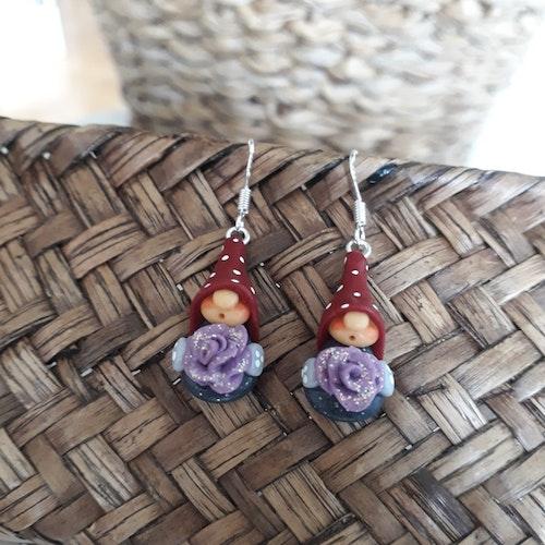 Örhängen- Nissar med lila glittriga blommor
