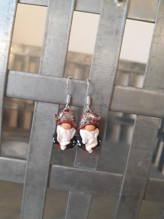 Örhängen- Jultomtar i koppar/brons med glittriga luvor