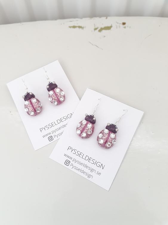 Örhängen- Rosa/lila glittriga nyckelpigor med diamantprickar
