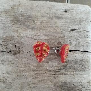 Örhängen med stift- Röda och guldfärgade löv