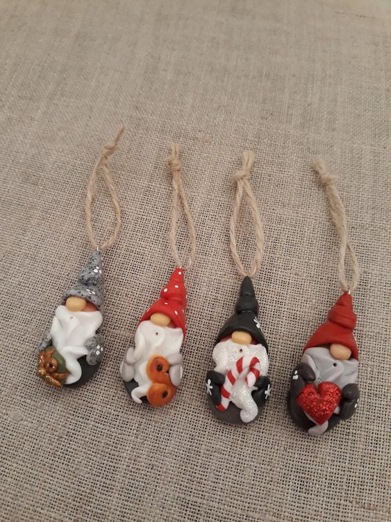 4 st Jultomtar med öglor