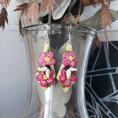 Örhängen: Blommor och humlor...'Statementörhängen' EXTRA STORA, UNIKA (Gjorda i endast ETT ex)