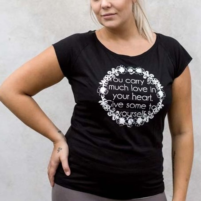 "T-Shirt ""You Carry So Much Love In Your Heart..."" Black - Yogia"