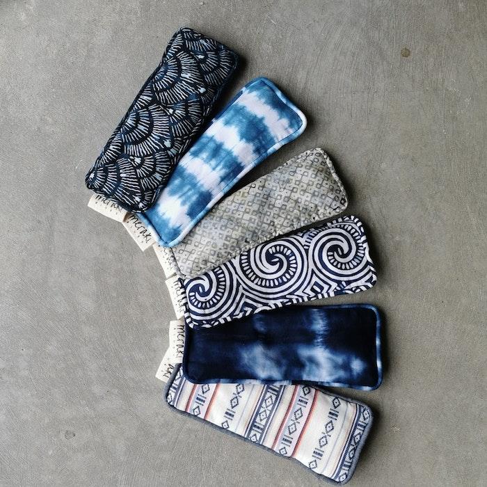 Ögonkudde MOON tie dye batik - Meraki Blues