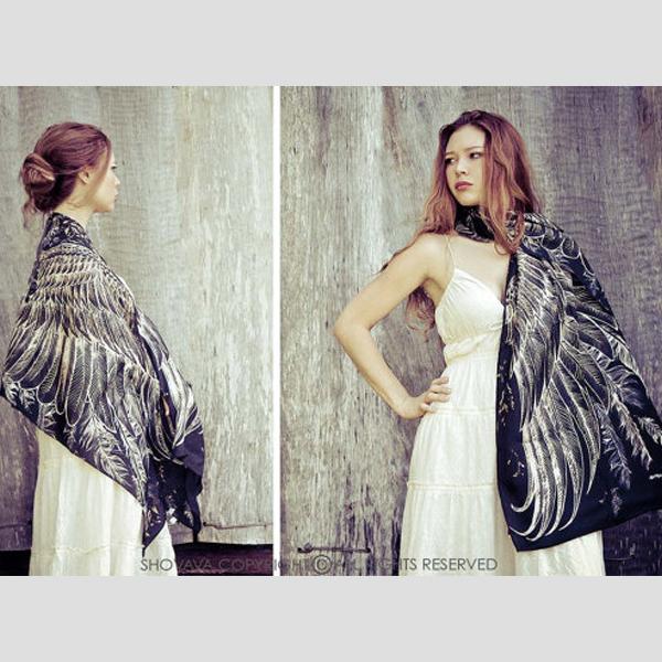Sjal med vingar från Shovava - Bohemian Black