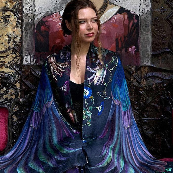 Sjal med vingar från Shovava - Onyx