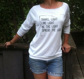 Tröja Travel Light från SuperLove Tees