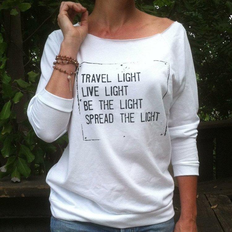 Tröja Travel Light från SuperLove Tees
