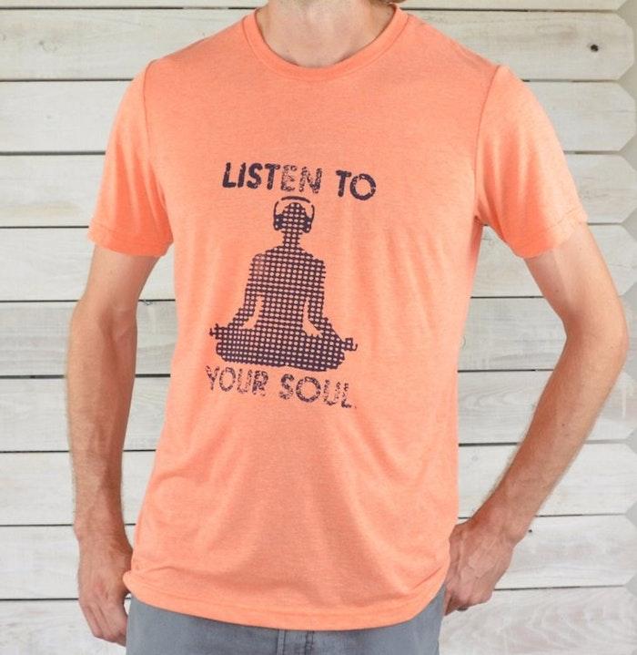 Tröja Man Listen to Your Soul från SuperLove Tees