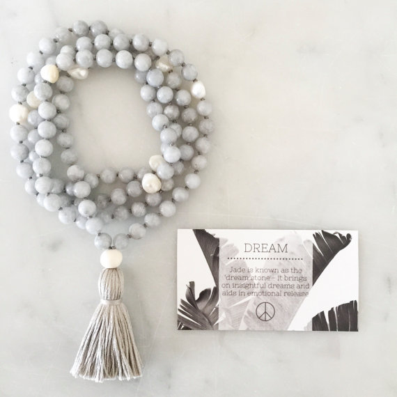 Yogahalsband Malas från The Beautiful Nomad - Dream Grey