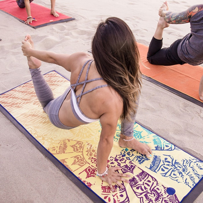 Yogahandduk Yogitoes Chakra från Manduka
