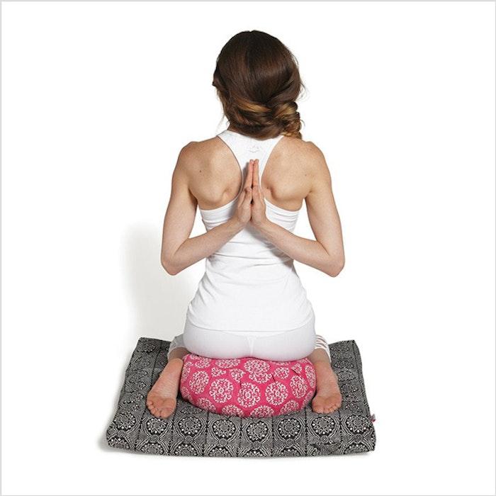 """Meditationskudde Chattra Zafu """"Fuchsia Suzani"""" - Chattra"""