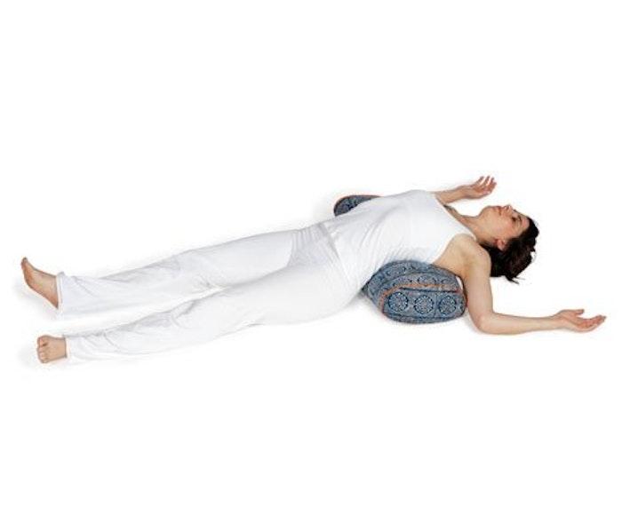 Yogabolster Oval från Chattra - Navy Bandhani