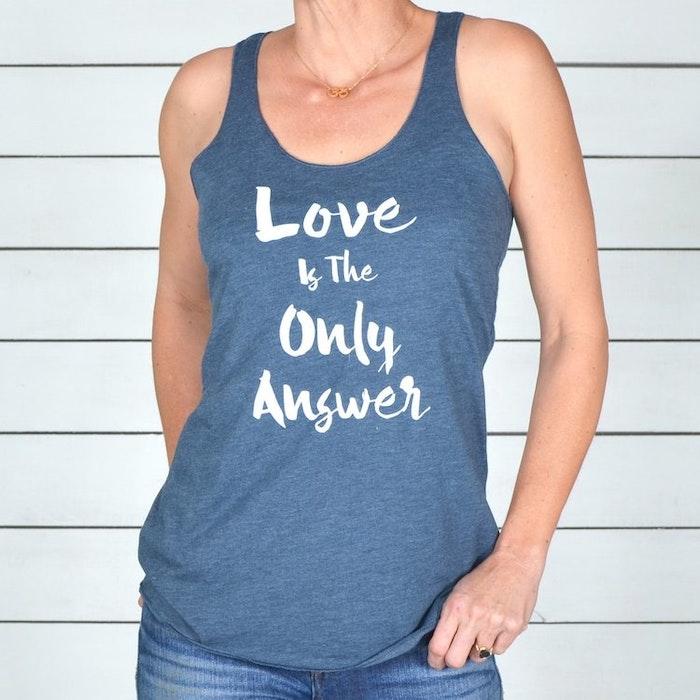 Linne Love is the Only Answer från SuperLove Tees - Indigo