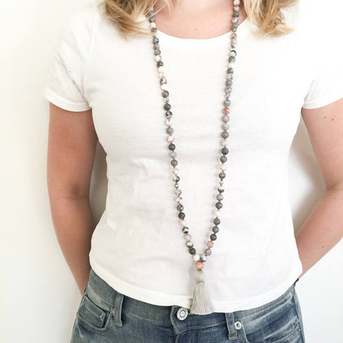 Yogahalsband Malas från The Beautiful Nomad - Pink Earth mother