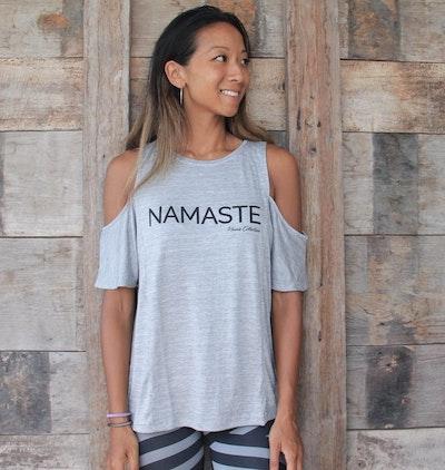 "Tröja Namaste ""Open Shoulder "" grey från Karma Collective"