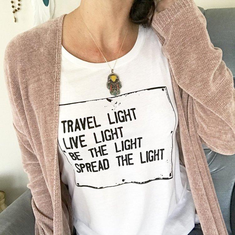 Linne Travel light Love från SuperLove Tees