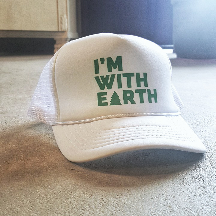 """I´m with earth""  keps"
