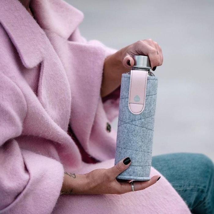 Vattenflaska Mismatch Pink Breeze i glas