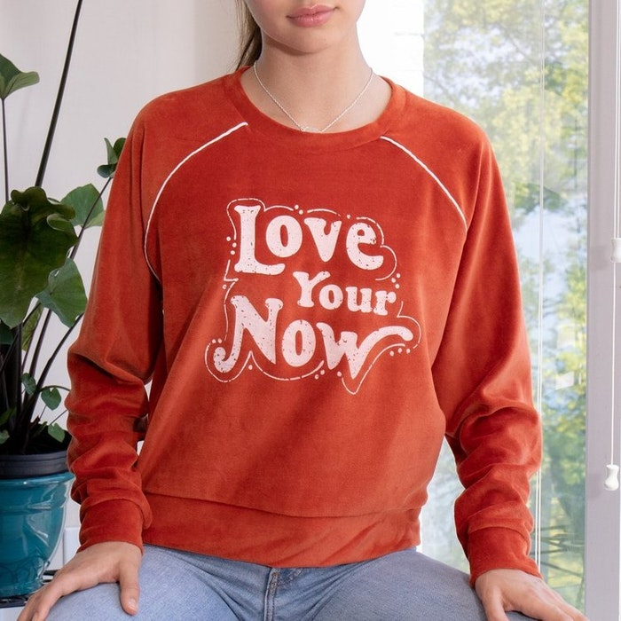 "Tröja ""Love your now"" från SuperLove Tees"