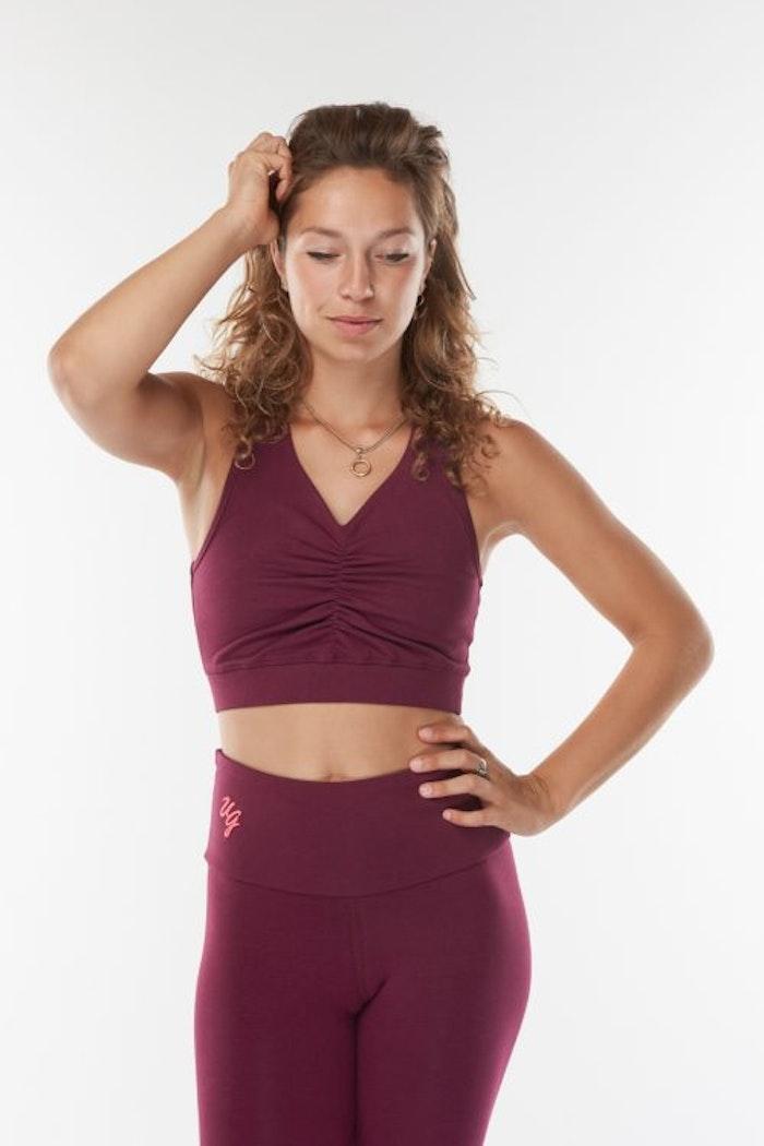 Yogatopp Ananda Deep Cherry från Urban Goddess