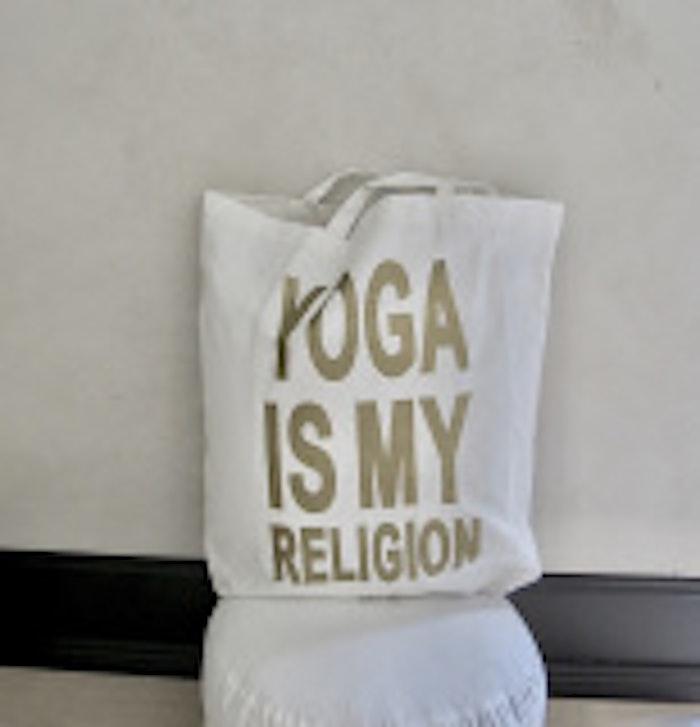 Väska Pärlvit- Yoga Is My Religion - RAJ 108