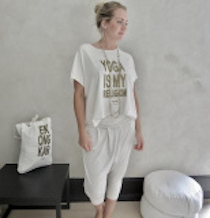 T-shirt Pärlvit Yoga Is My Religion - RAJ 108