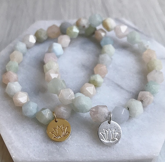 Stenarmband Lotus Morganit från Nouelle