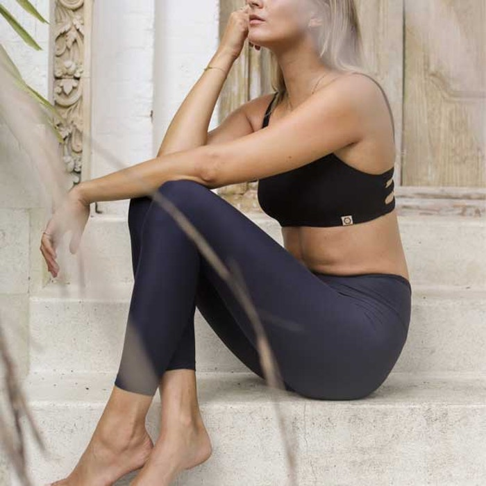 Yogaleggings Sutra Leggings Midnight från Indigo Luna
