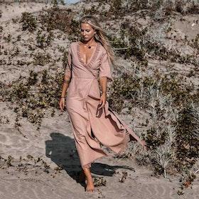 Klänning Atua Tino wrap dress 3/4 Dusty rose - Chintamani Alchemi