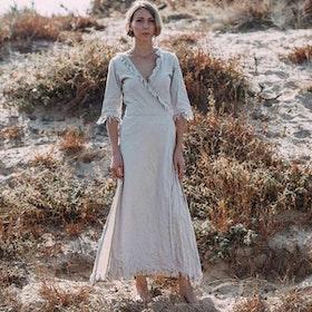 Klänning Atua Tino wrap dress 3/4 Tender light gray - Chintamani Alchemi