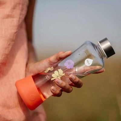 Vattenflaska Squeeze Active Poppy i glas