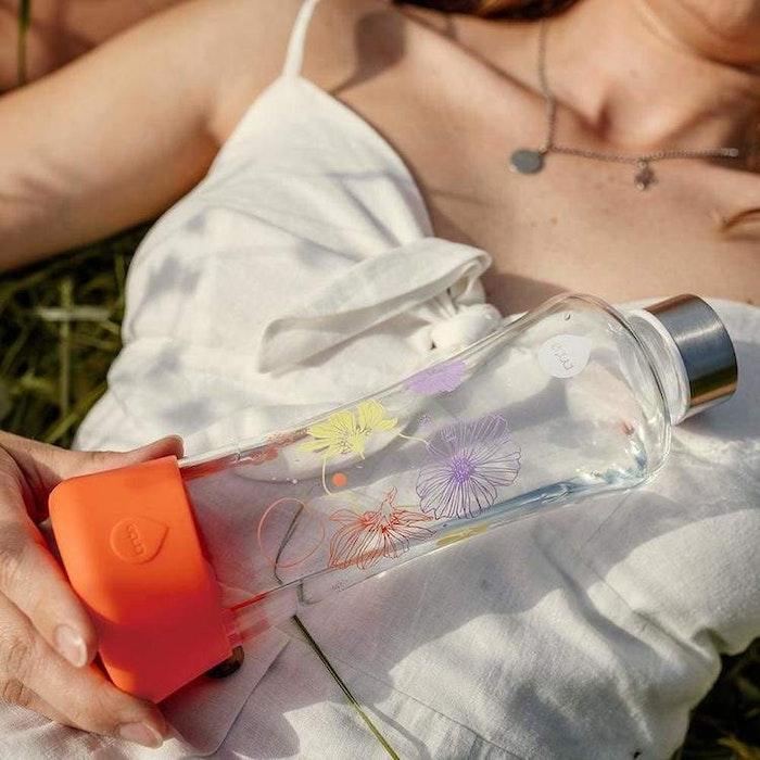Vattenflaska Squeeze Active Poppy i glas - Equa