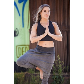 Yogabyxa Dharma Capri harem Off Black - Urban Goddess