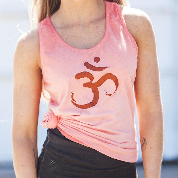 Yogatopp/linne OM Off coral - Urban Goddess