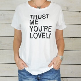 Tröja Trust me you´re lovely vit - SuperLove Tees