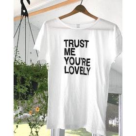 Tröja Trust me you´re lovely vit - SuperLove Tees