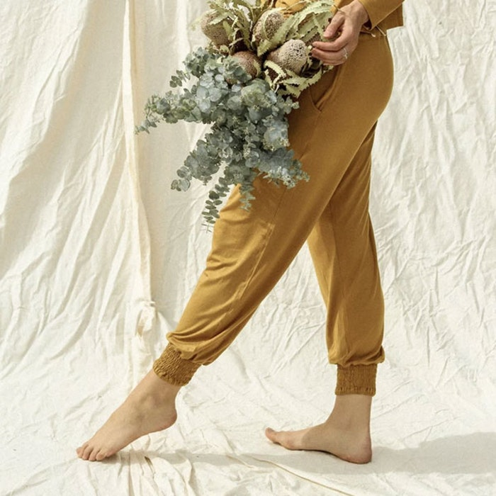 Yogabyxor Eucaluptus Daya pants mustard - Indigo Luna