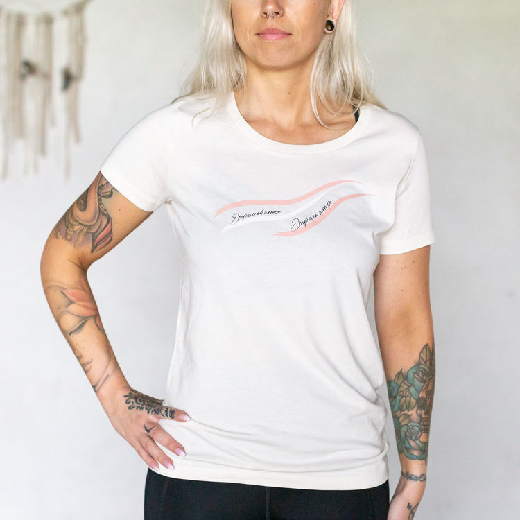 "T-shirt Vintage white ""Empowered Women Empower Women"" - Yogia"