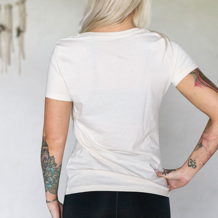 "T-shirt ""Empowered Women Empower Women"" Vintage white - Yogia"