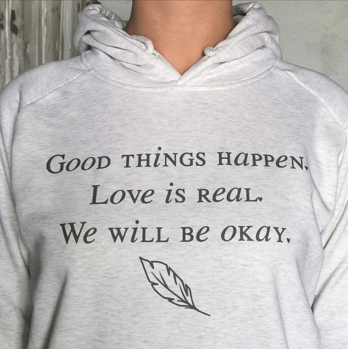 """Hoodie """"Good things happen"""" cream grey- Yogia"""