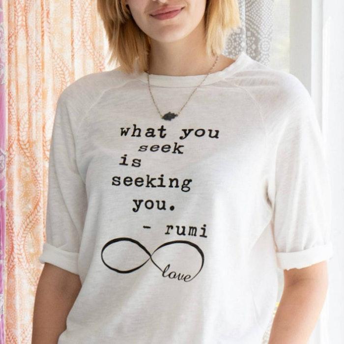 """Tröja """"What you seek is seeking you"""" - SuperLove Tees"""