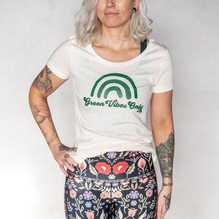 """T-shirt """"Green Vibes Only"""""""