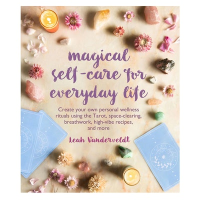 "Bok ""Magical self-care for eveyday life"" av Leah Vanderveldt"