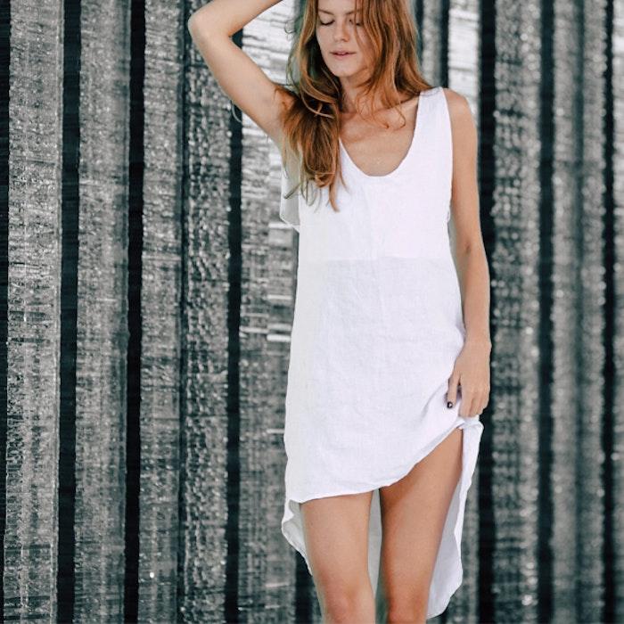 Klänning 100% linne Open back White - Chintamani Alchemi