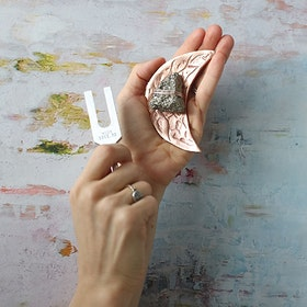 Sound Healing kristall kit Pyrit Måne Rosé- Ariana Ost
