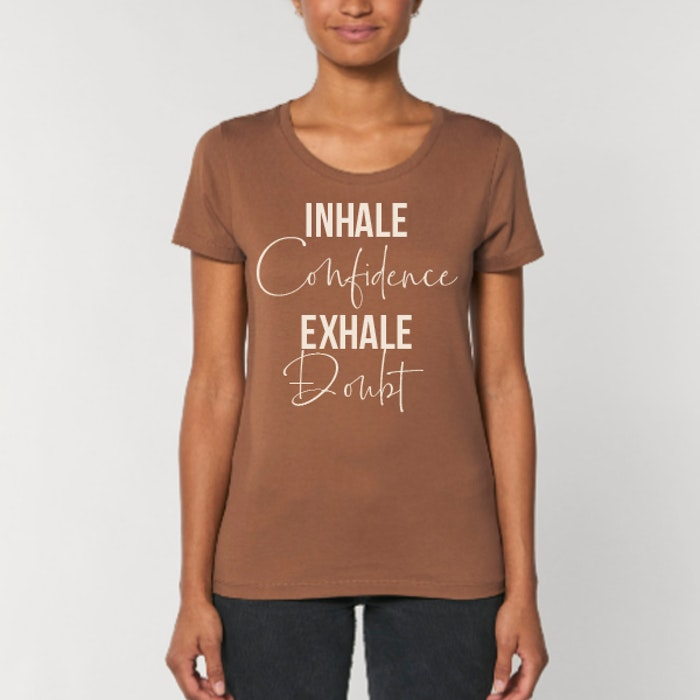 "T-shirt ""Inhale Confidence Exhale Doubt"" Caramel - Yogia"