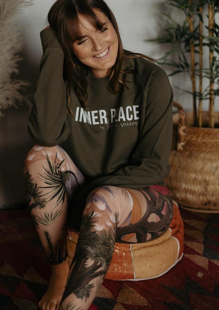"Sweatshirt Unisex ""Inner peace is the new success"" Khaki - Yogia"